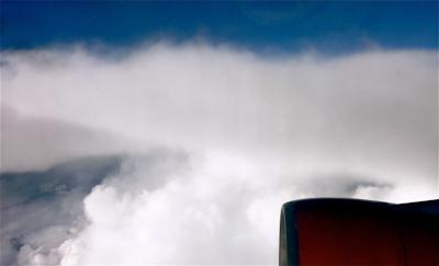 Blick auf Himmel und Wolken: ein freier Texter soll dem Leser mit dem Überblick helfen